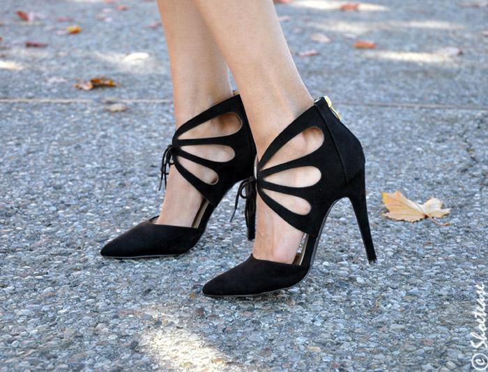 shoe closet black pumps