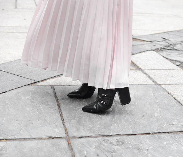 TFW Street Style Black boots pleated skirt