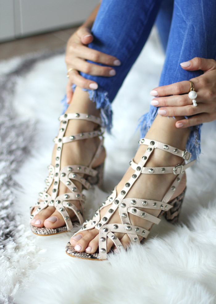 yoins-studded-strappy-sandals-with-reptile-print
