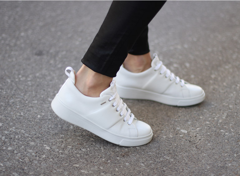 Can You Wear White Shoes In The Rain