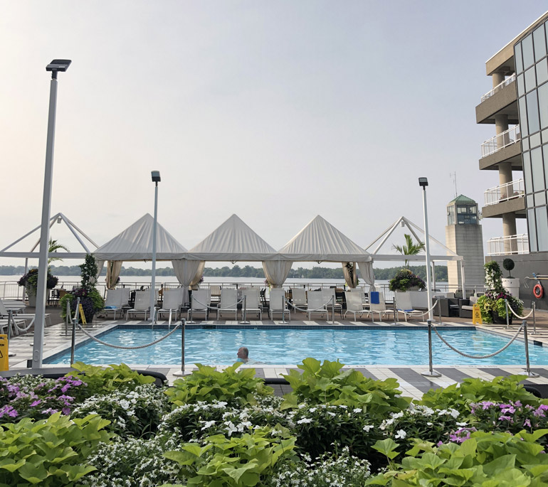 Radisson Admiral Toronto Hotel Lakeside Pool Lounge