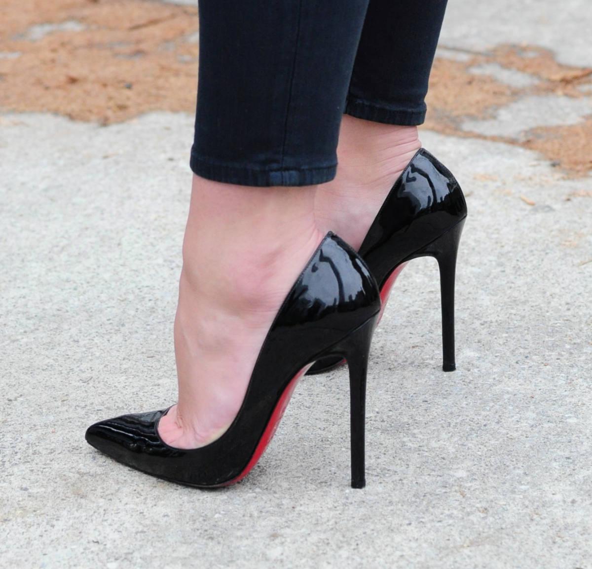 Woman wearing black patent stiletto heels   What are stilettos heels by ShoeTease.
